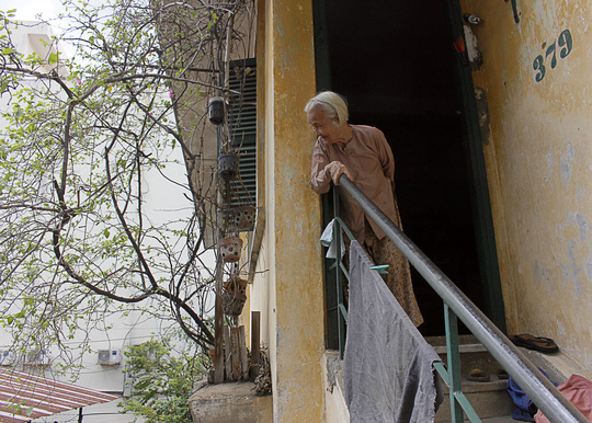 """""""Rụt cổ"""" sống trong nhà cổ ở Sài Gòn - 11"""