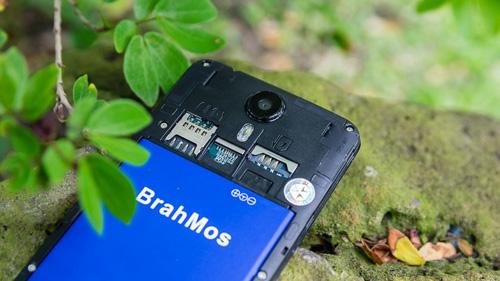 Brahmos 4G gây sốt với giá chỉ 1.950.000đ, tặng 5 nắp lưng và pin dự phòng - 2