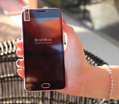 Dân mạng săn suất mua BrahMos 4G giá 1.950.000đ kèm 5 nắp lưng đủ màu - 2