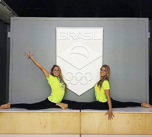 Cặp chị em sinh đôi xinh đẹp, tài năng nhất Brazil - 11