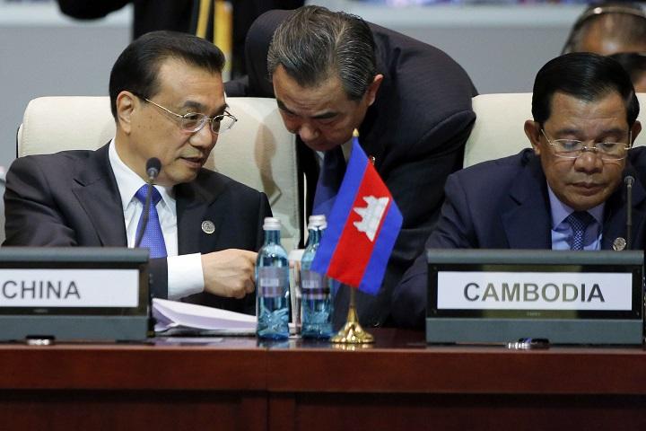 Được Trung Quốc bơm tiền, Campuchia mất gì? - 2