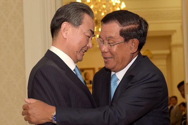 Được Trung Quốc bơm tiền, Campuchia mất gì? - 3