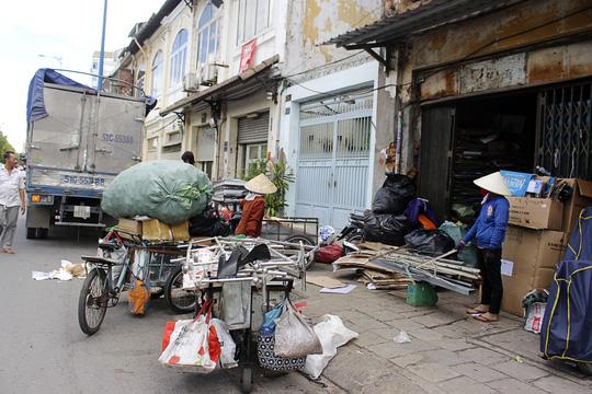 """""""Rụt cổ"""" sống trong nhà cổ ở Sài Gòn - 8"""