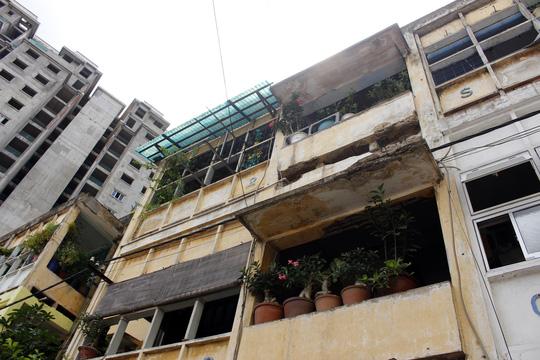 """""""Rụt cổ"""" sống trong nhà cổ ở Sài Gòn - 10"""