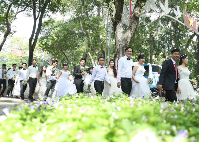 22 cặp đôi khắp cả nước đổ về TP.HCM chụp ảnh cưới - 1