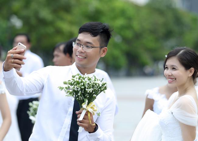 22 cặp đôi khắp cả nước đổ về TP.HCM chụp ảnh cưới - 4