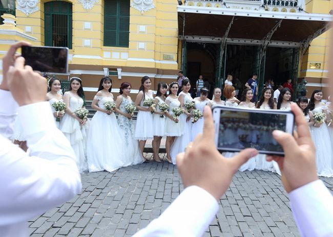 22 cặp đôi khắp cả nước đổ về TP.HCM chụp ảnh cưới - 6