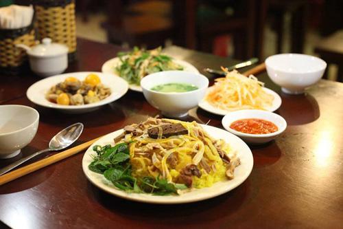 Khai trương cơm gà Bà Buội Hoàng Quốc Việt - 1