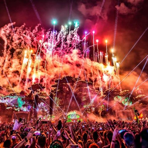 Suboi mang tinh thần 'không lùi bước' tới Tomorrowland 2016 - 7