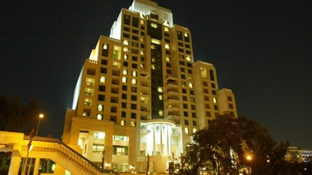 Cận cảnh khách sạn siêu sang giữa vùng chiến sự Syria - 1