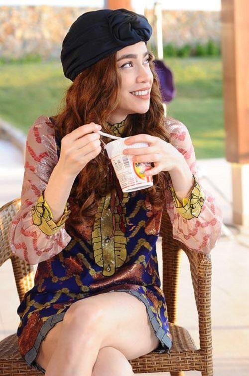 Diện khăn turban điệu đà như HLV The Face - 3