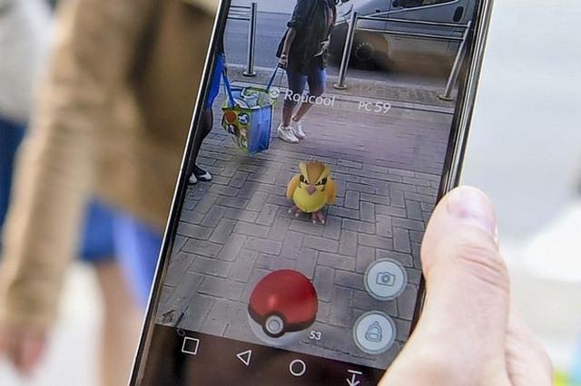 """Những tình huống """"điên rồ"""" khi chơi Pokemon Go - 5"""