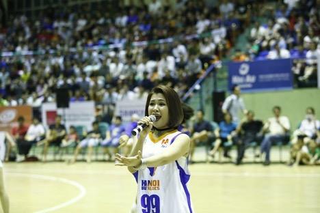 """Hà Nhi Idol """"bùng nổ"""" cùng giải bóng rổ chuyên nghiệp Việt Nam - VBA - 3"""
