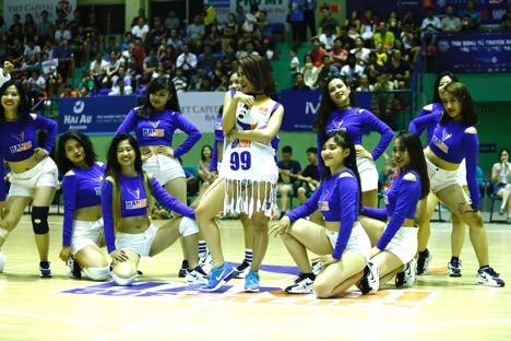 """Hà Nhi Idol """"bùng nổ"""" cùng giải bóng rổ chuyên nghiệp Việt Nam - VBA - 6"""
