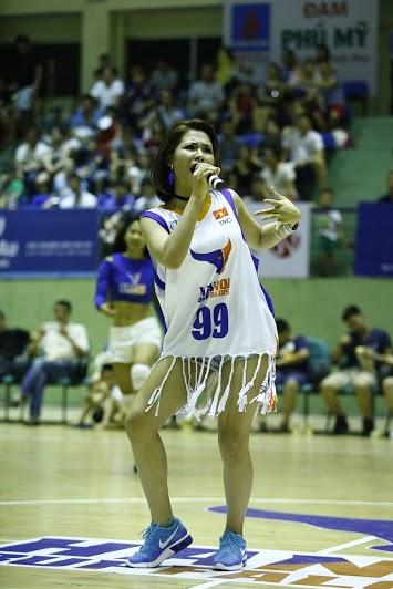 """Hà Nhi Idol """"bùng nổ"""" cùng giải bóng rổ chuyên nghiệp Việt Nam - VBA - 7"""