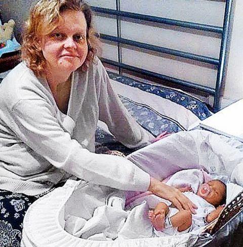 Bà mẹ sinh con ngay sau khi bác sĩ thông báo có bầu - 1