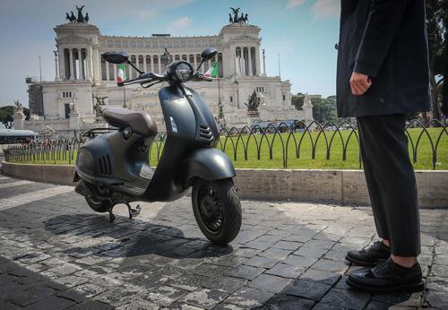 Ra mắt Vespa 946 Emporio Armani mới giá 379 triệu đồng - 5