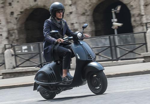 Ra mắt Vespa 946 Emporio Armani mới giá 379 triệu đồng - 4