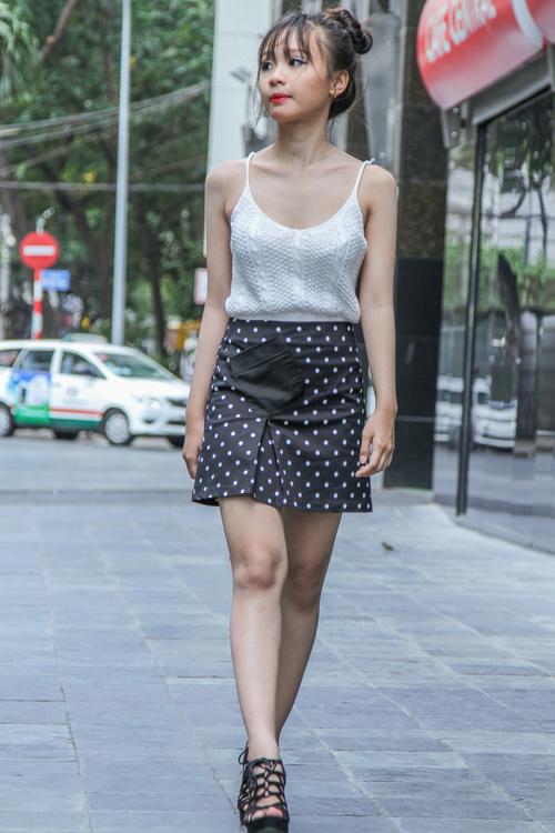 Ngắm quần soóc, váy ngắn hút mắt của giới trẻ TP.HCM - 2