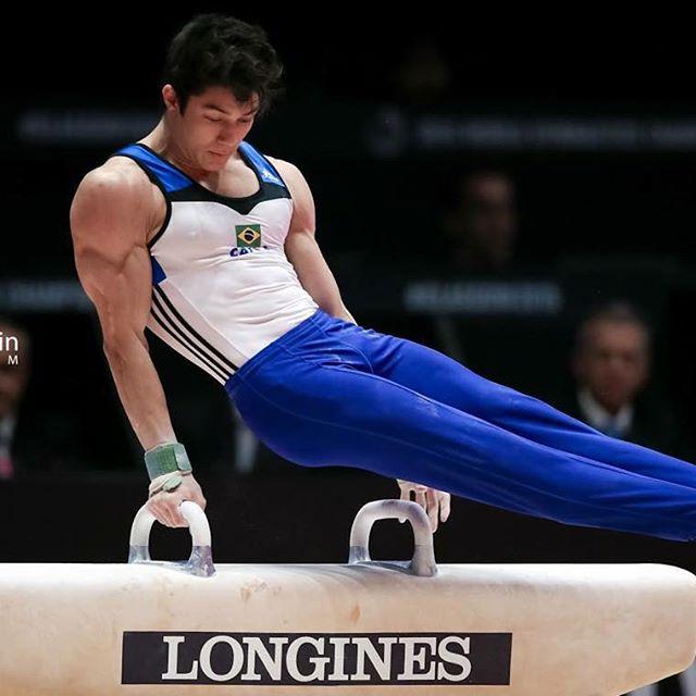"""Chị em """"ngất lịm"""" trước body 6 múi của mỹ nam Olympic - 6"""