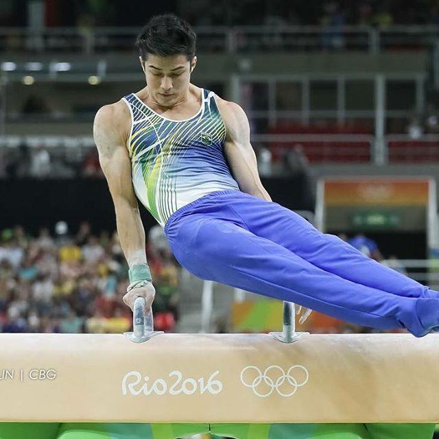 """Chị em """"ngất lịm"""" trước body 6 múi của mỹ nam Olympic - 12"""