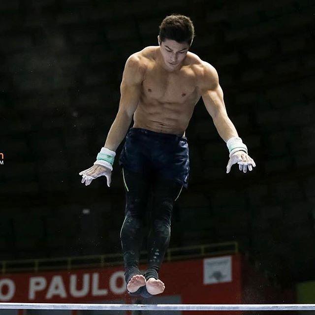 """Chị em """"ngất lịm"""" trước body 6 múi của mỹ nam Olympic - 9"""