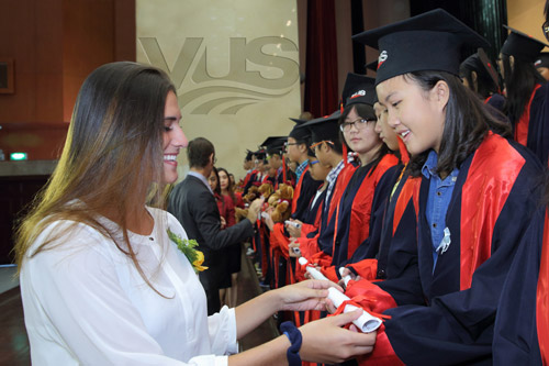 842 học viên của Hệ thống Anh văn Hội Việt Mỹ (VUS) nhận chứng chỉ quốc tế - 1