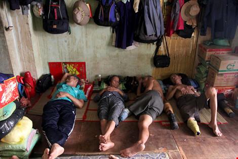 """Cuộc sống của """"đại gia đình"""" 37 người bán vé số ở Sài Gòn - 3"""