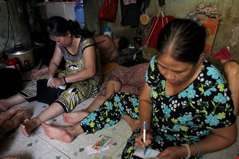 """Cuộc sống của """"đại gia đình"""" 37 người bán vé số ở Sài Gòn - 7"""