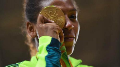 Tin nóng Olympic ngày 3: Chủ nhà Brazil lần đầu có HCV - 2