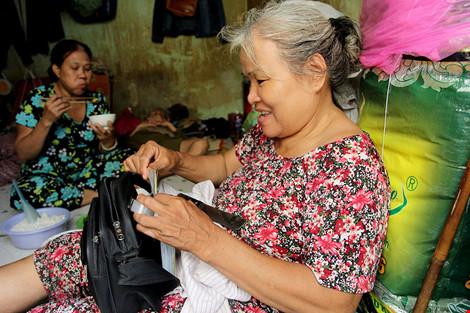 """Cuộc sống của """"đại gia đình"""" 37 người bán vé số ở Sài Gòn - 5"""