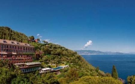 Trốn nóng ở 10 khách sạn ven biển đẹp nhất châu Âu - 1