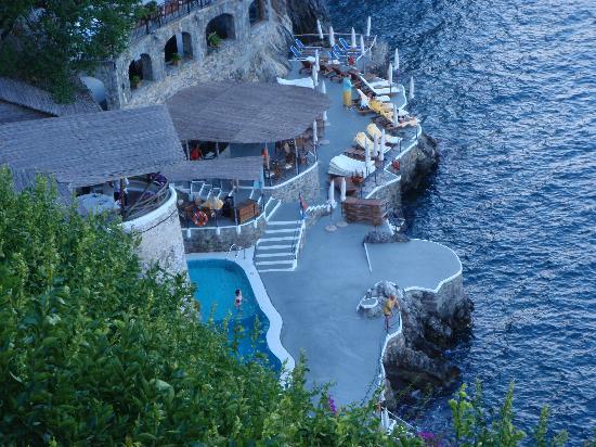 Trốn nóng ở 10 khách sạn ven biển đẹp nhất châu Âu - 3