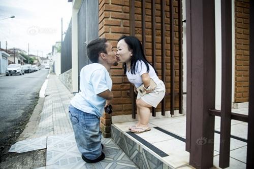 Ngưỡng mộ hạnh phúc của cặp đôi chỉ cao 89cm - 1