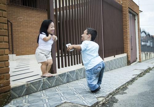 Ngưỡng mộ hạnh phúc của cặp đôi chỉ cao 89cm - 3