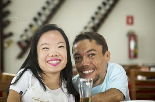 Ngưỡng mộ hạnh phúc của cặp đôi chỉ cao 89cm - 4