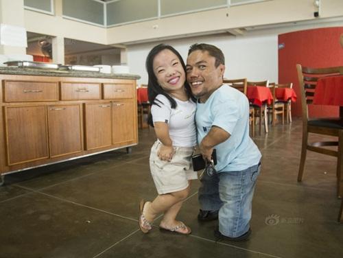 Ngưỡng mộ hạnh phúc của cặp đôi chỉ cao 89cm - 5