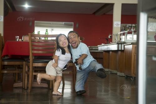 Ngưỡng mộ hạnh phúc của cặp đôi chỉ cao 89cm - 6