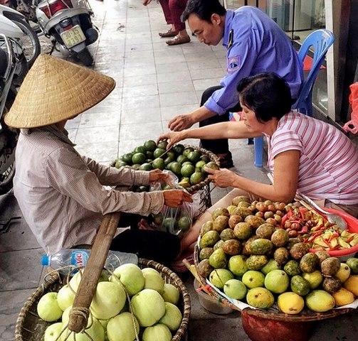 """Thanh niên Tây đi 80 nước khen Hà Nội """"rất vui"""" - 9"""