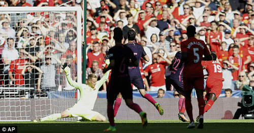 Barca: Khi Enrique choáng váng vì hàng thủ - 1