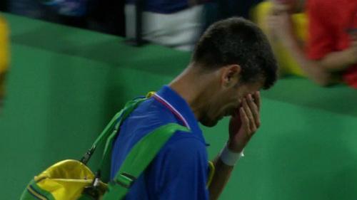 Djokovic thua sốc ở Olympic: Nước mắt huyền thoại - 1