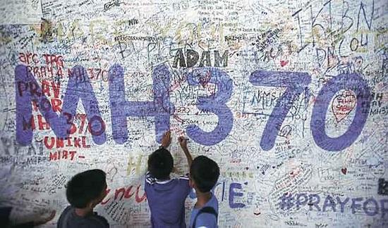 MH370 lao xuống biển với tốc độ cực cao - 1