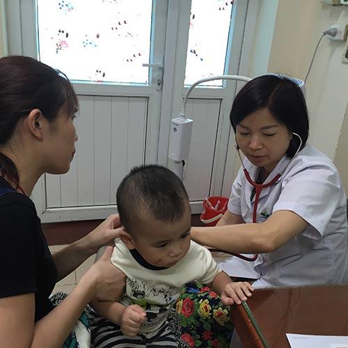 Những thói quen không ngờ khiến trẻ mắc bệnh dạ dày - 1