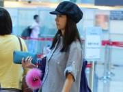 Đời sống Showbiz - Lâm Tâm Như mặt mộc, vác bụng bầu lang thang sân bay