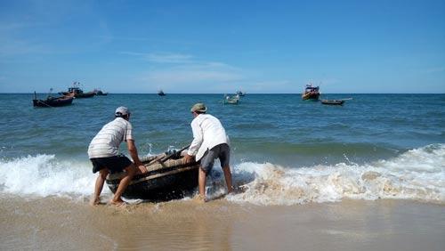 """Trở lại vùng biển """"chết"""": Ngư dân thành phụ hồ - 1"""