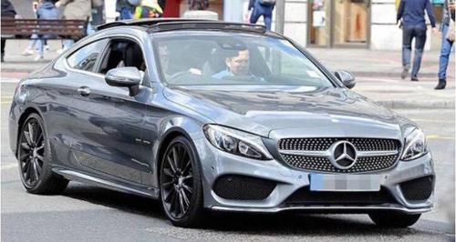 Quý tử nhà David Beckham sở hữu hai ô tô riêng ở tuổi 17 - 1