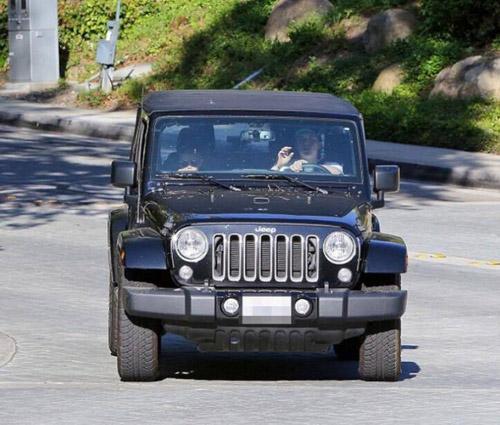 Quý tử nhà David Beckham sở hữu hai ô tô riêng ở tuổi 17 - 2