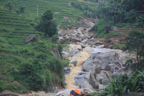 4 ngày sau lũ, vẫn còn 6 người mất tích tại Lào Cai - 1