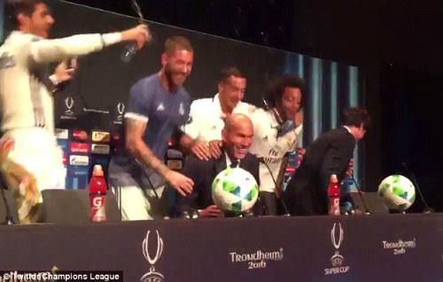 Real: Zidane đi vào lịch sử, vẫn ngợi ca đối thủ - 4