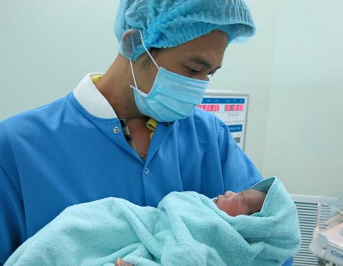 Vinmec áp dụng phương pháp truyền ối mới cứu thai nhi sinh non - 2